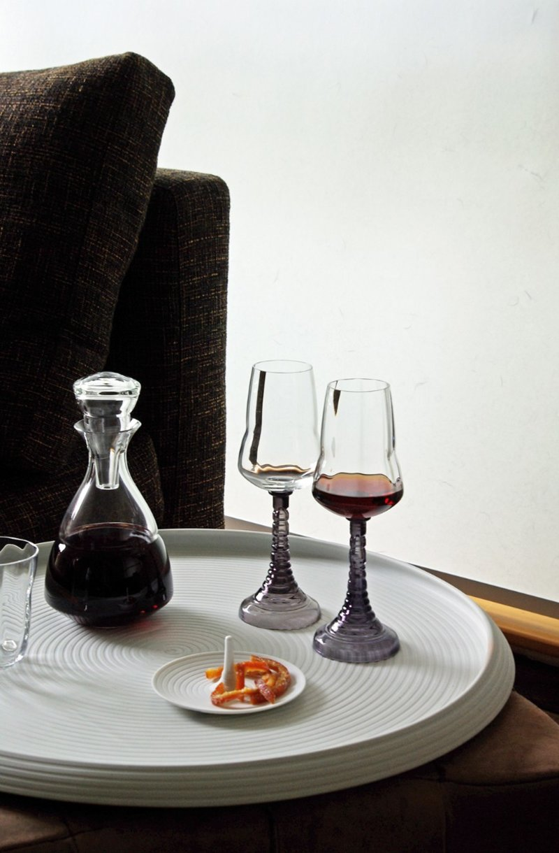 Porcelain collections and glasses from Hering Berlin are rich in tradition and modern at the same time.